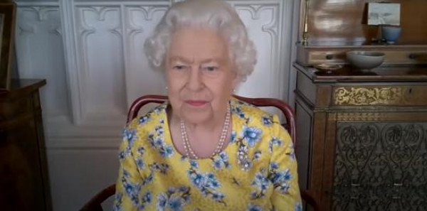 على طريقة الملكة إليزابيث.. ثلاث حيل لإطلالة مثالية في مكالمة الفيديو
