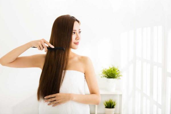 ليس مجرد ماء وشامبو.. ست خطوات لتنظيف الشعر وفروة الرأس بطريقة صحيحة