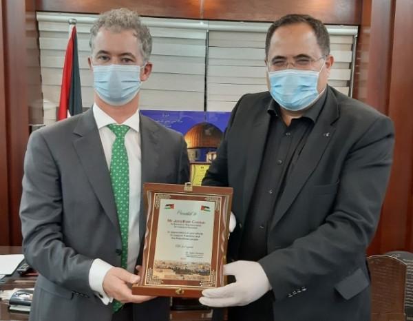 صيدم يكرم ممثل إيرلندا لدى دولة فلسطين جوناثان كونلون