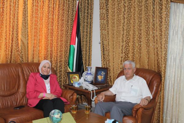 عباس زكي  يستقبل وزيرة شؤون المرأة آمال حمد