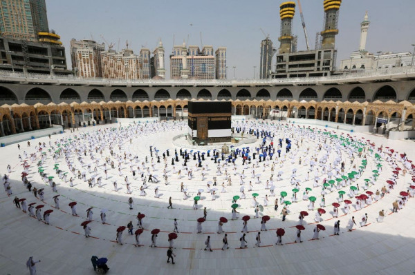 صور: الحجاج على صعيد عرفات لتأدية الركن الأعظم