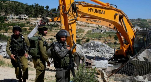 الاحتلال يخطر منازل ومنشآت في الولجة ببيت لحم