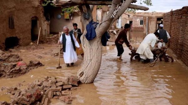 وفاة 15 طفلا وامرأة بفيضانات في شرق أفغانستان