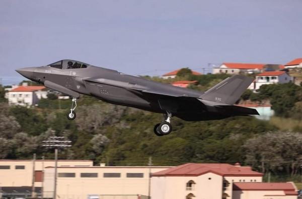 صور: سلاح الجو الإسرائيلي يستلم أربع طائرات من طراز (الشبح)