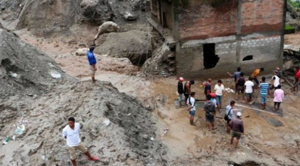 وسط سيول وأمطار غزيرة.. مقتل 10 في انهيارين أرضيين في نيبال
