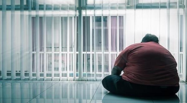 ستيني ينجو من السجن بسبب بدانته المفرطة