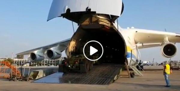 شاهد: لحظة تفريغ أثقل طائرة بالعالم حمولتها بمطار إسرائيلي