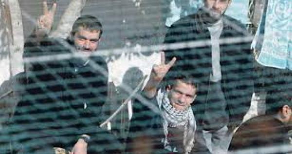 """أسرى معتقل """"حوارة"""" يشرعون بإضراب مفتوح عن الطعام"""