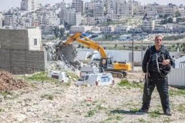 الاحتلال يشرع بهدم بركسات لتربية المواشي شرق بيت لحم
