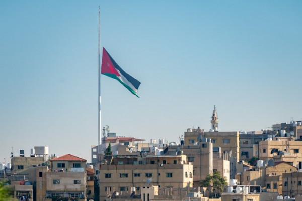 الأردن: الديوان الملكي يُنكس علم ساريته حداداً على ضحايا انفجار بيروت