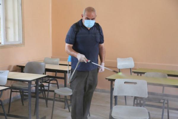 تعليم خان يونس يشرع بتنظيف وتعقيم المدارس