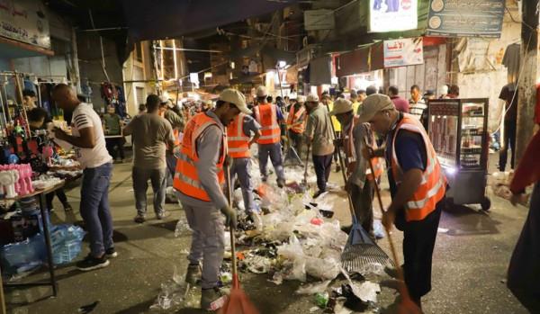 بلدية خانيونس تجمع وتُرحل 740 طن من النفايات الصلبة في العيد
