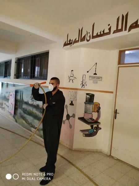 بلدية قلقيلية تواصل اعمال التعقيم لمواجهة (كورونا)