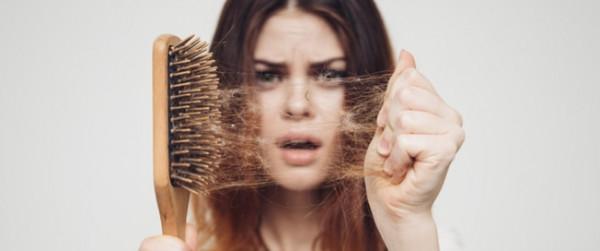 تعرفي على الأسباب الرئيسية لتساقط شعرك