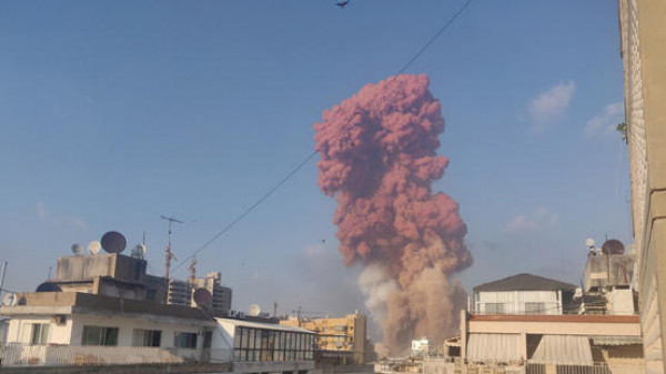 حقيقة الصاروخ في فيديو انفجار مرفأ بيروت