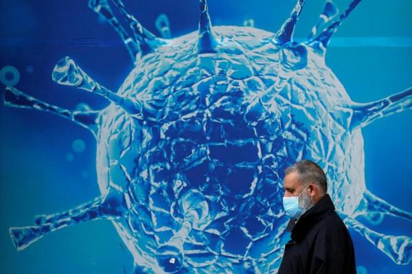 لماذا ينتشر فيروس (كورونا) أسرع من الإنفلونزا؟