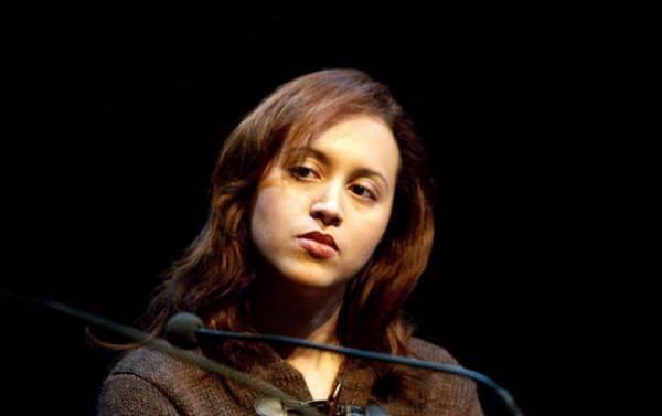 بعد تهديدها بالقتل.. انتحار كاتبة عربية مشهورة