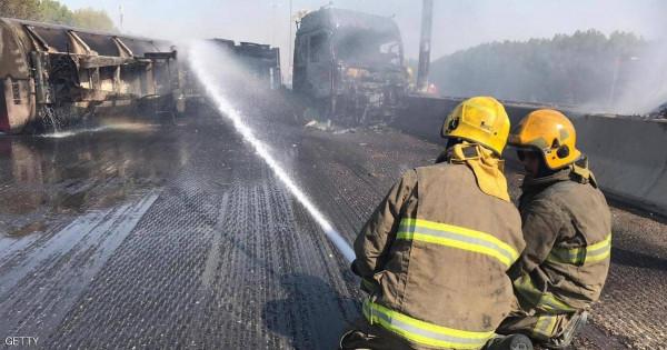 السيطرة على حريق هائل بعد انقلاب صهريج وقود بالكويت