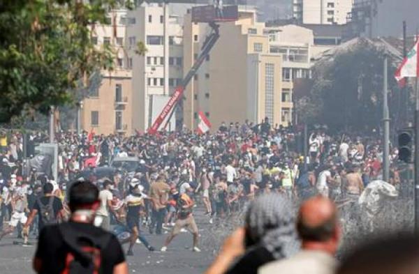 شاهد: حريق عند مدخل البرلمان اللبناني ومظاهرات لليوم الثاني وتحذيرات من الجيش