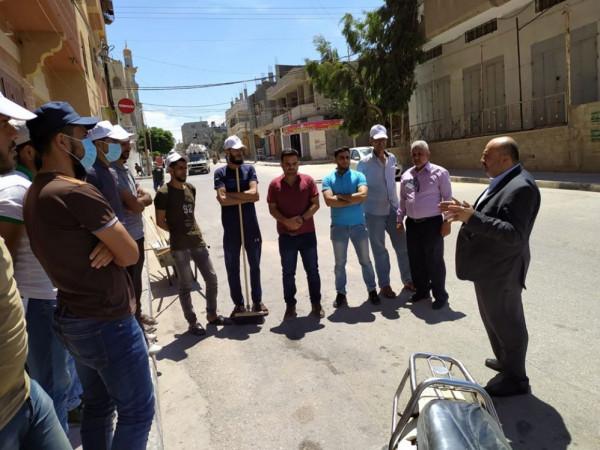 بلدية النصيرات تتفقد أعمال تنظيف وزراعة عدة شوارع رئيسة