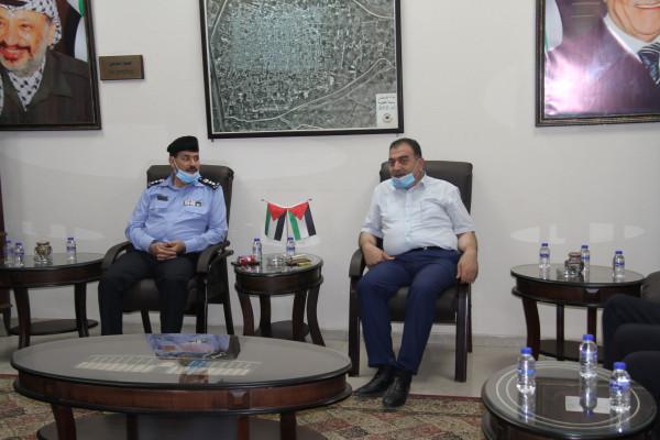 رئيس بلدية قلقيلية يستقبل مدير شرطة المحافظة