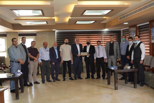 ملتقى رجال الأعمال الفلسطيني يستقبل نقابة تجار المواد الغذائية
