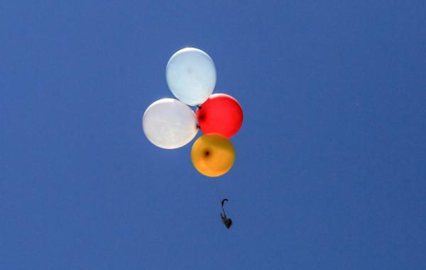 قناة إسرائيلية: إطلاق البالونات لا يُبرر الدخول بمواجهة عسكرية مع قطاع غزة