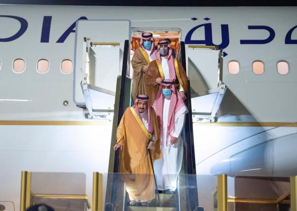 للراحة والاستجمام.. العاهل السعودي يصل منطقة نيوم قرب البحر الأحمر