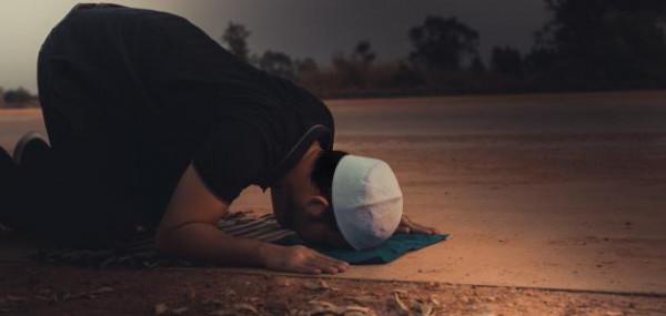 هل التثاؤب أثناء قراءة القرآن والصلاة من الحسد والسحر؟