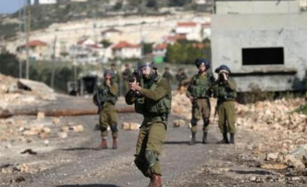 الاحتلال يصيب شاباً ويعتقل ثلاثة قرب جدار الفصل بطولكرم