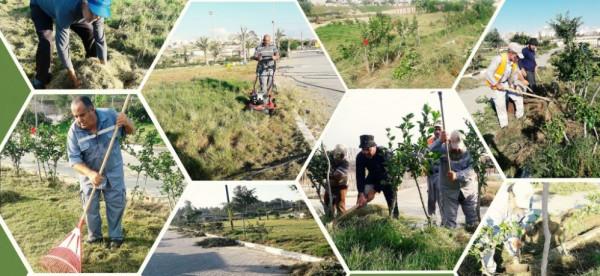 بلدية خانيونس تشرع بتعشيب وتجميل حديقة حي الأمل
