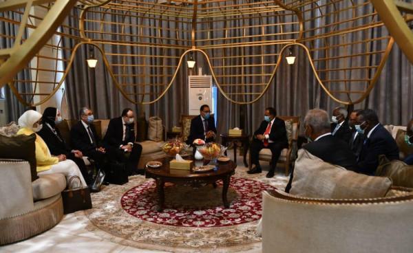 شاهد: رئيس الوزراء المصري يصل الخرطوم في زيارة رسمية