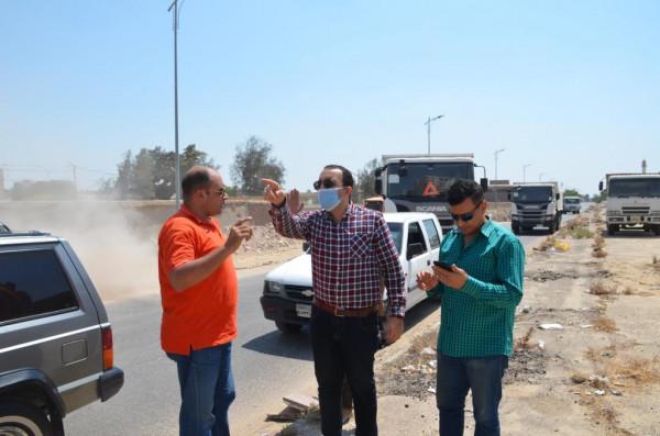 نائب محافظ الاسماعيلية على رأس حملة ازالة تراكمات القمامة بشارع خلف