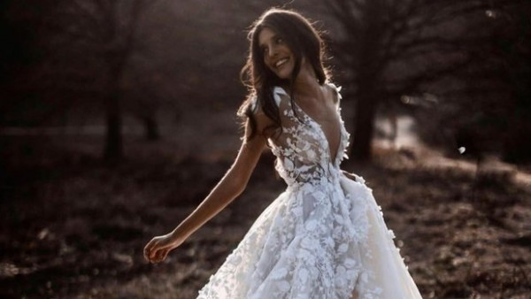 طرق اختيار فساتين الزفاف بناءً على متوسط أسعارها في الأسواق