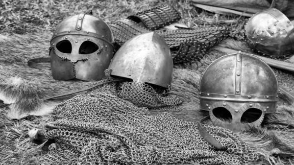 رعب علم الآثار: انتشال 276 هيكلا عظميا من مقبرة مخفية تعود إلى العصور الوسطى