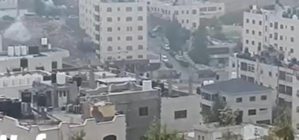شاهد: آليات الاحتلال تقتحم حي أم الشرايط في مدينة البيرة