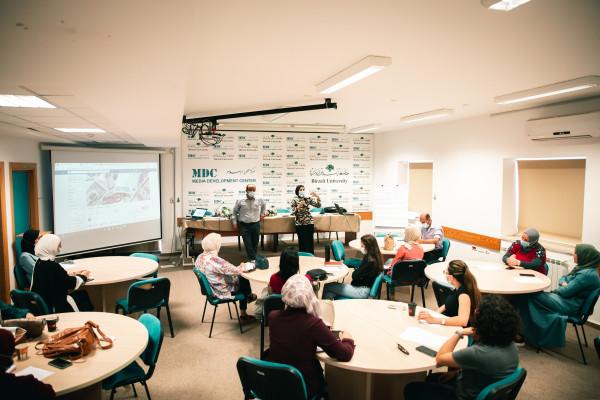 مركز تطوير الإعلام في جامعة بيرزيت يفتتح في الضفة وغزة دورات في صحافة الاقتصاد