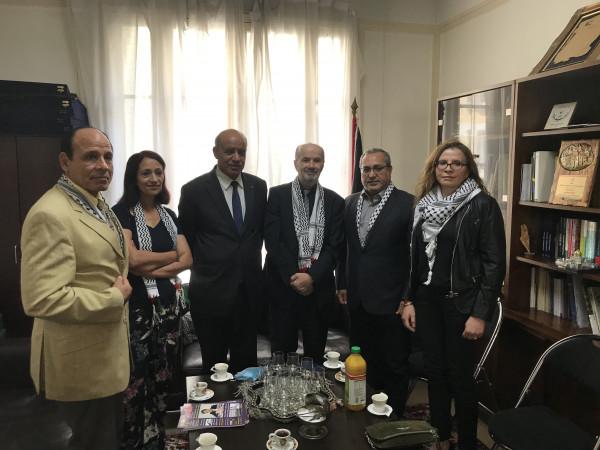 وفد إعلامي عربي تضامني يزور مقر سفارة فلسطين لدى فرنسا