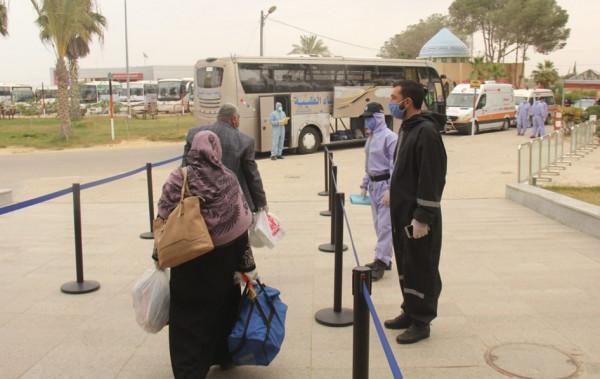 سفارة فلسطين بالقاهرة تصدر تنويهاً بشأن المواطنين العالقين بالخارج والراغبين بالعودة للقطاع