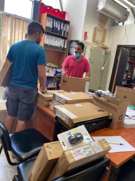 فيصل الحسيني تسلّم ٧٥ جهاز حاسوب ل٤ مدارس ثانوية بالبلدة القديمة