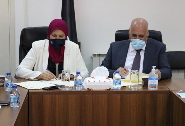وزيرا العمل والمرأة يوقعان مذكرة تعاون بشأن مأسسة وإدماج قضايا النوع الاجتماعي