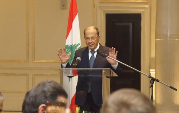 """شاهد: الرئيس اللبناني يرد على سؤال إحدى الصحفيات """"رايحين على جهنّم"""""""