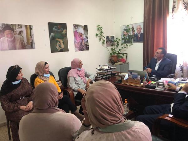 مكتب تنمية حلحول يبحث مع جمعية إكرام المسنين آليات التعاون المشترك لخدمة كبار السن