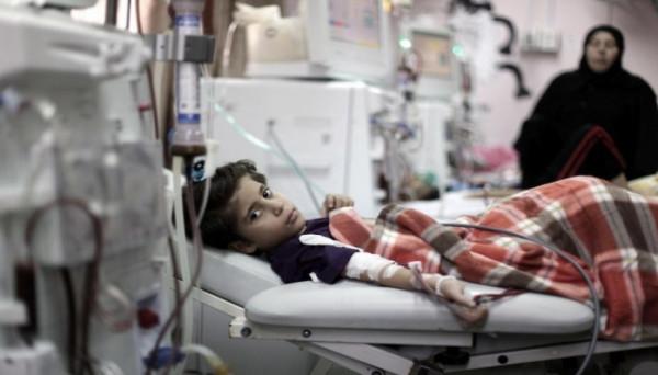 المركز الفلسطيني لحقوق الإنسان يُحذر من تداعيات نقص الأدوية والمستلزمات الطبية