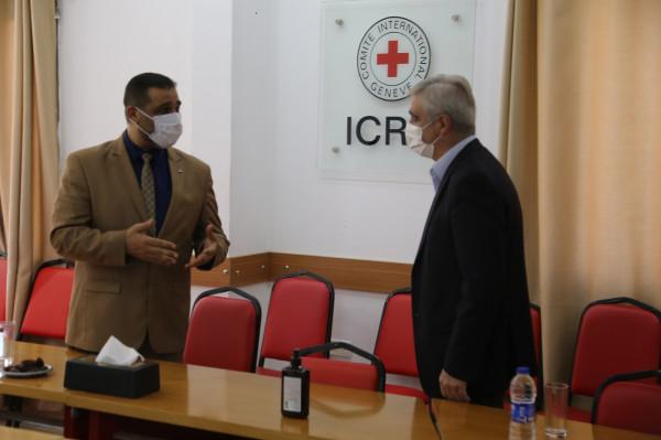 النائب العام بغزة يناقش مع رئيس الصليب الأحمر ضمانات وظروف احتجاز النزلاء بظل (كورونا)
