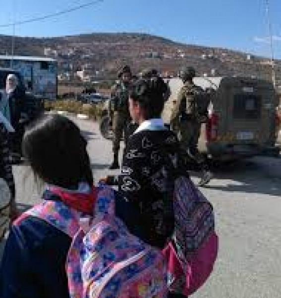 الاحتلال يُعيق وصول طالبات اللبن الشرقية إلى مدرستهن
