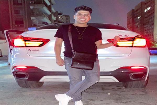 """صور: نقل عمر كمال إلى المستشفى بعد تعرضه لـ""""وعكة صحية"""""""