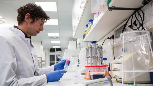 تصريح مقلق لعالم فيروسات حول (كورونا).. هل سيبدأ الإنتشار الفعلي في الشتاء؟