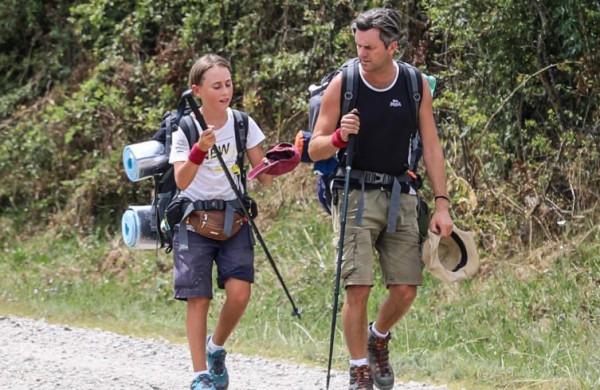 طفل يسير 2800 كيلومتر على قدميه لرؤية جدته   9999075574