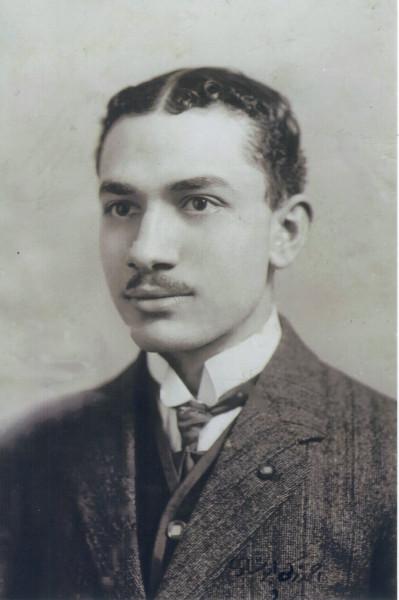 مكتبة جامعة نيويورك أبوظبي تضم أرشيف الشاعر المصري أحمد زكي